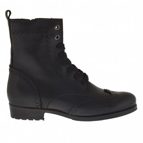 Woman's laced ankle boot with zipper in black leather with heel 3