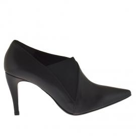 Scarpa accollata da donna con elastico in pelle nera tacco 9 - Misure disponibili: 42, 43