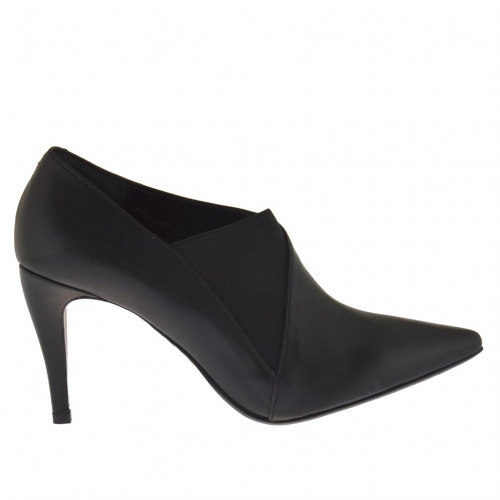 Woman's pump with rubber band in black leather heel 9