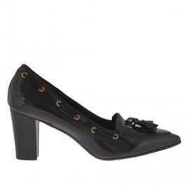 Scarpa da donna accollata con nappine in pelle nera tacco 7 - Misure disponibili: 46