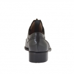 Woman's closed shoe with zipper in grey leather heel 3