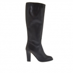 Woman's boot with zipper in black leather heel 9