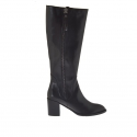 Woman's boot with two zippers in black leather heel 7