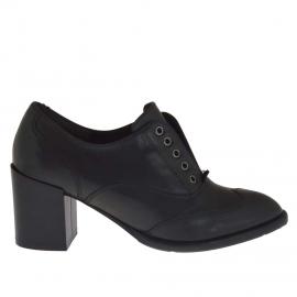 Scarpa da donna accollata in pelle nera tacco 7 - Misure disponibili: 42