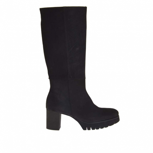 Woman's boot with zipper in black nubuck leather heel 7