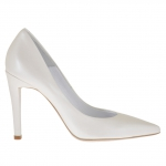 Woman's pump in ivory pearled leather heel 10