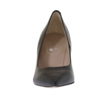 Woman's pump shoe in black patent leather heel 7