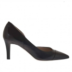 Woman's pump with side cut in black leather heel 7