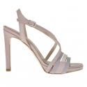 Sandale pour femmes avec courroie entrecroisé et plateforme en cuir verni rose, gris et ivoire talon 9