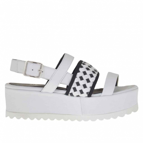 Woman's strap sandal with three bands in white leather with black crossed elastics wedge 5