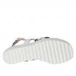 Sandale pour femmes avec trois bandes et courroie en cuir blanc avec elastiques noires croises talon compensé 5 - Pointures disponibles:  42