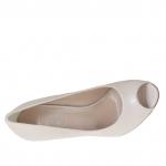 Woman's open toe pump in beige powder colored leather heel 10