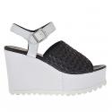 Sandale pour femmes avec bande elastique noir et courroie en cuir noir et blanc talon compensé 9