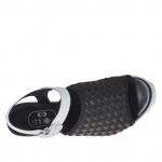 Sandale pour femmes avec bande elastique noir et courroie en cuir noir et blanc talon compensé 9 - Pointures disponibles:  42, 43, 44