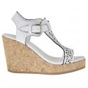 Sandale pour femmes avec courroie en T en cuir perforé blanc avec talon compensé et plateforme en liège 9
