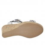 Sandale pour femmes avec courroie en T en cuir perforé blanc avec talon compensé et plateforme en liège 9 - Pointures disponibles:  42