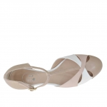 Woman's open shoe with t-strap in powder rose and beige leather and white patent leather