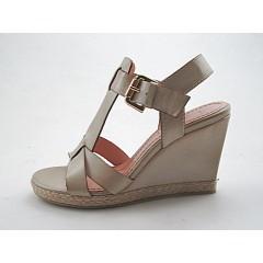 Sandalo zeppa in pelle colore beige - Misure disponibili: 42
