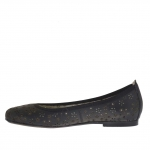 Woman's ballerina shoe in black pierced leather with flower pattern