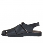 Men's closed toe sandal with velcro in black leather