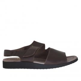 Sandale pour hommes avec deux bandes et fermeture velcro en cuir marron foncé - Pointures disponibles:  48