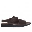 Sandale pour hommes avec deux bandes et fermeture velcro en cuir marron foncé