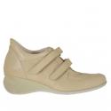 Chaussure pour femmes avec fermeture velcro en cuir beige talon compensé 5
