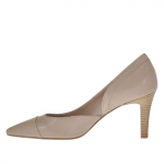 Woman's pump with side cut in beige leather heel 7