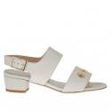 Sandale pour femmes avec goujons percé or en cuir blanc talon 3