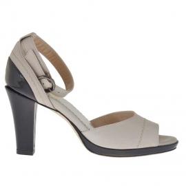 Scarpa aperta da donna con plateau e cinturino in pelle color fango e vernice nera tacco 8 - Misure disponibili: 42