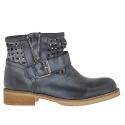 Woman's pierced boot with buckle and zipper in black vintage leather