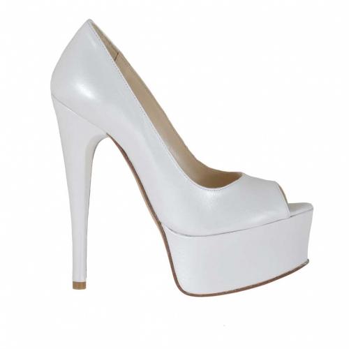 Scarpa aperta da donna in pelle bianca perlata con plateau tacco 15 - Misure disponibili: 31