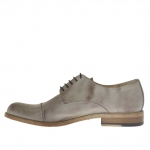 Men's elegant laced shoe with captoe in dove grey leather