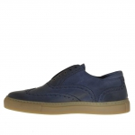 Men's sport shoe in blue leather with wingtip decorations