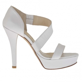 Woman's open toe pump in pearl white leather with platform and heel 12