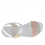 Sandale pour femmes avec courroie en cuir blanc, or et imprimé vipére rose - Pointures disponibles:  32