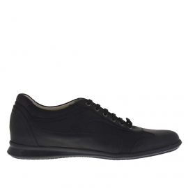 Men's laced sports shoe in black leather and fabric