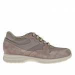 Men's sports shoe with laces in grey suede, leather and fabric
