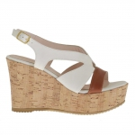 Woman's sandal in white and tan leather with cork platform and wedge 9
