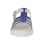 Woman's sandal with 3 bands in blue printed patent leather and white printed leather wedge 2.5