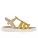 Sandale pour femmes avec courroie en T en cuir imprimé beige et jeune ocre talon compensé 2,5