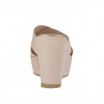 Mule ouvert pour femmes en cuir rose imprimé avec bandes croisés, plateforme et talon compensé 9 - Pointures disponibles:  42