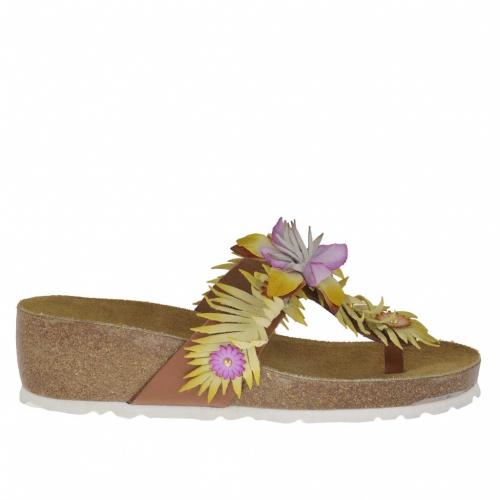 Mule tong pour femmes avec accessoire, goujons et fleurs en cuir jaune et  brun avec dccf83d4ea1e