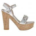 Sandalia para mujer con cinturon y piedras en charol plateado con plataforma y tacon 12 de corcho