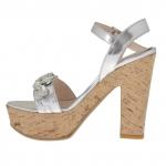 Sandale pour femmes avec courroie et pierres en cuir verni argent avec plateforme et talon 12 en liège - Pointures disponibles:  42
