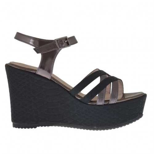 Woman's strap sandal in croco-printed black leather and gunmetal patent leather with platform and wedge 9