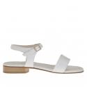 Sandale pour femmes avec courroie en cuir imprimé serpent et cuir verni blanc talon 2