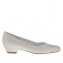 Escarpin pour femmes avec cou-de-pied en V en cuir ivoire perlé talon 3