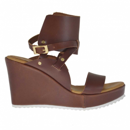 Woman's sandal in tan leather with ankle wrap, platform and wedge 9