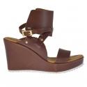 Sandale pour femmes en cuir brun avec bande à la cheville plateforme et talon compensé 9